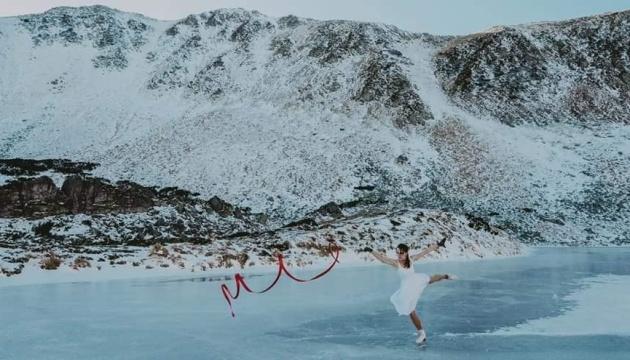 Українська танцюристка станцювала на ковзанах на замерзлому Бребенескулі: фото
