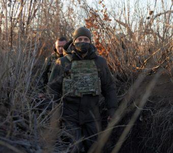 Над Донецким аэропортом снова будет развеваться сине-желтый флаг Украины, - Зеленский