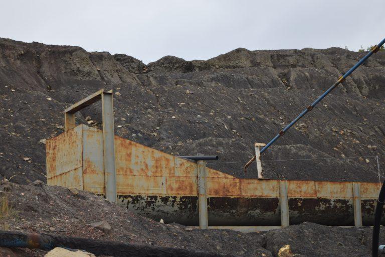 На Луганщині переселенець встановлюватиме сонячні панелі на відвалах колишньої шахти: фото
