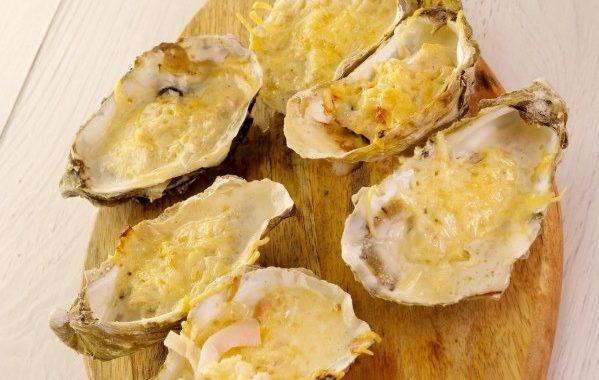 Устриці, запечені з сиром (Huîtres chaudes façon Françoise)