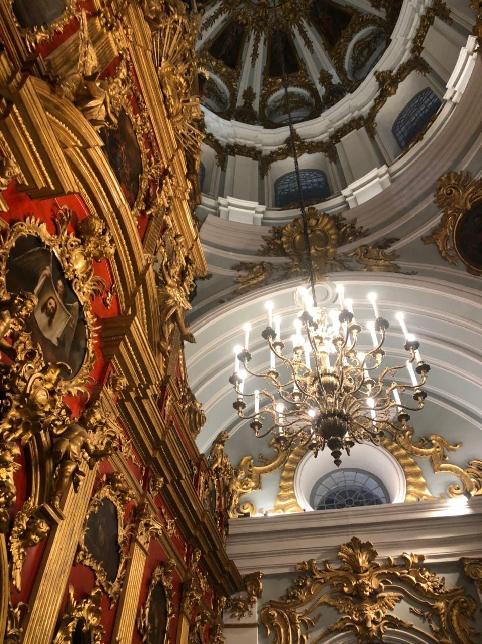 всередині андріївської церкви