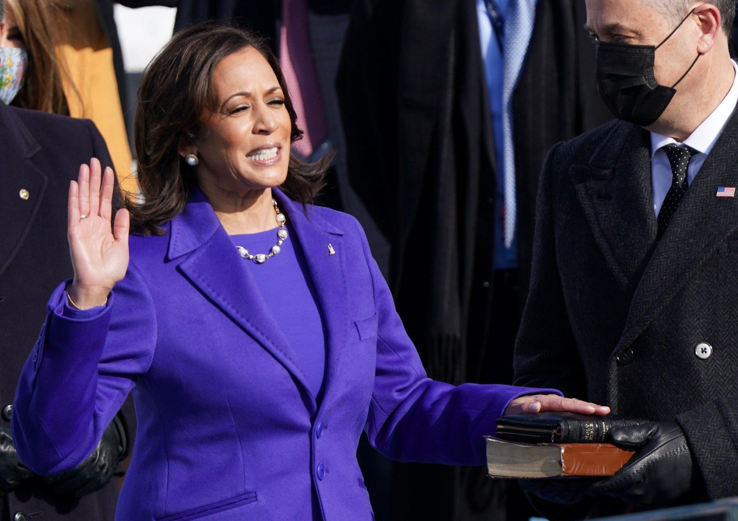 Харріс склала присягу віцепрезидента та стала першою в історії США жінкою, яка займає таку високу посаду