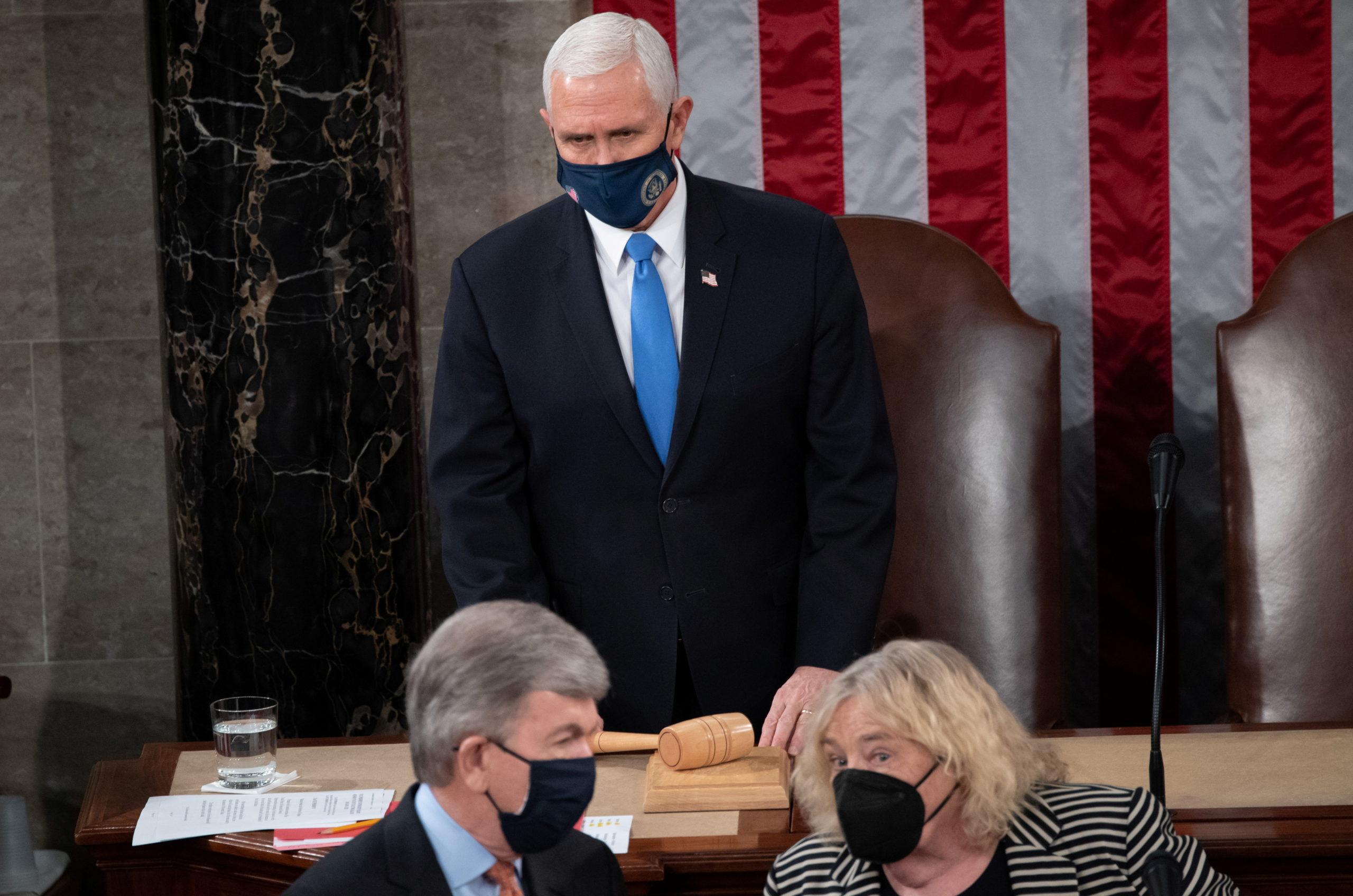 Прихильники Трампа увірвалися в будівлю Конгресу США, Пенс евакуйований з Капітолію