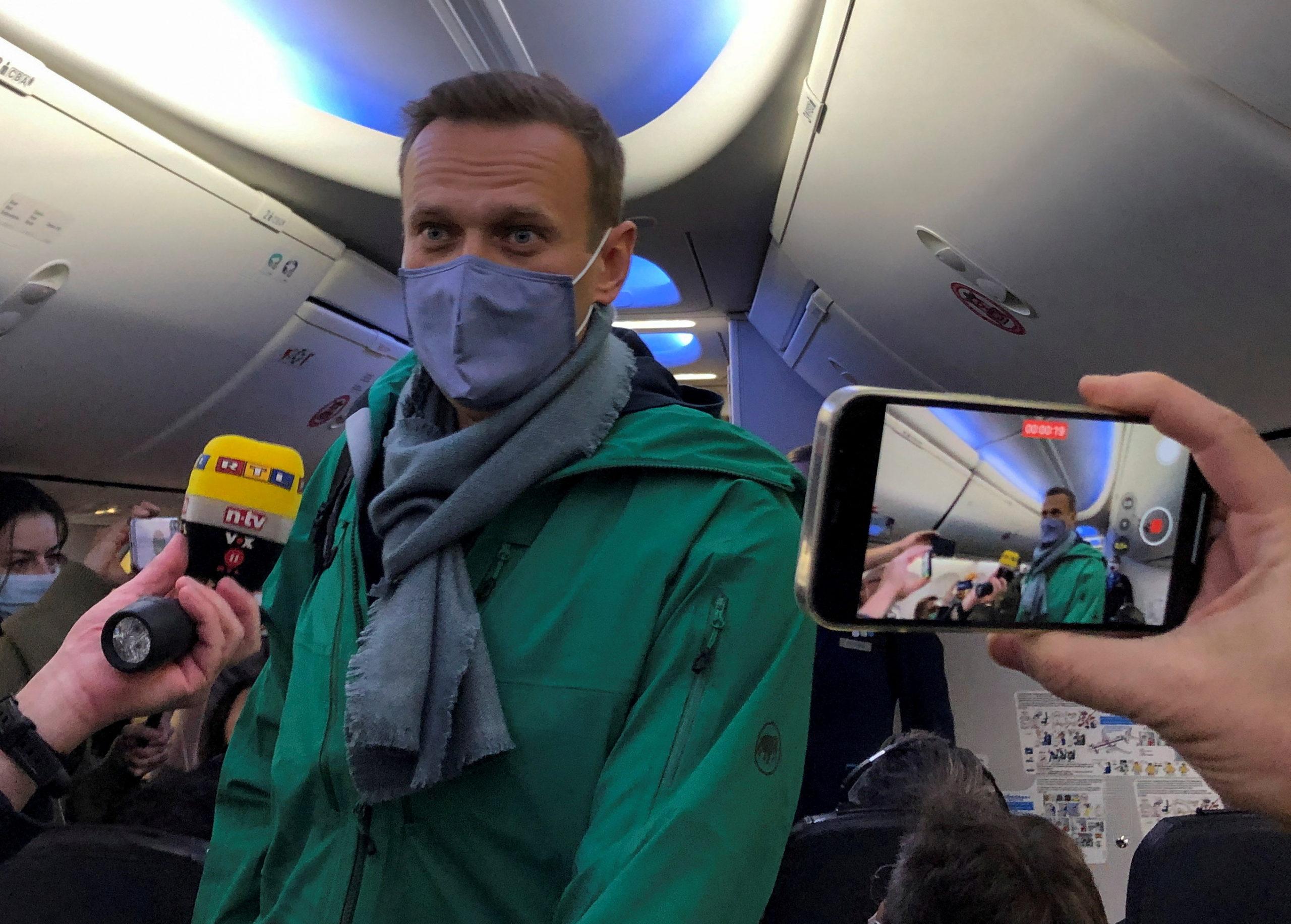 Навальний повернувся в Росію