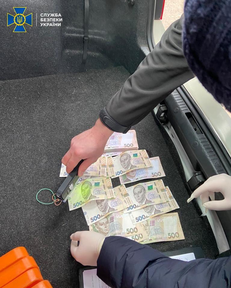 Затримання поліцейського на хабарі