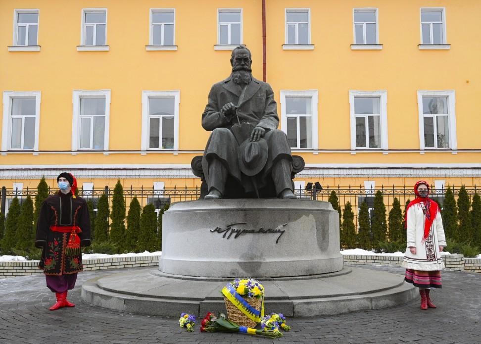 пам'ятник грушевському