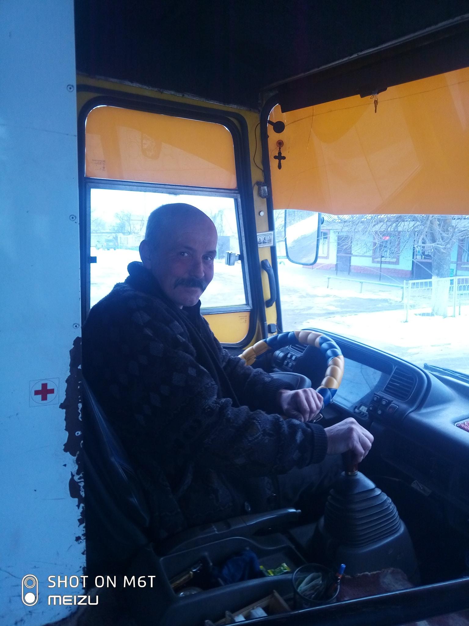 У Херсоні водій маршрутки возить школярів-відмінників безкоштовно