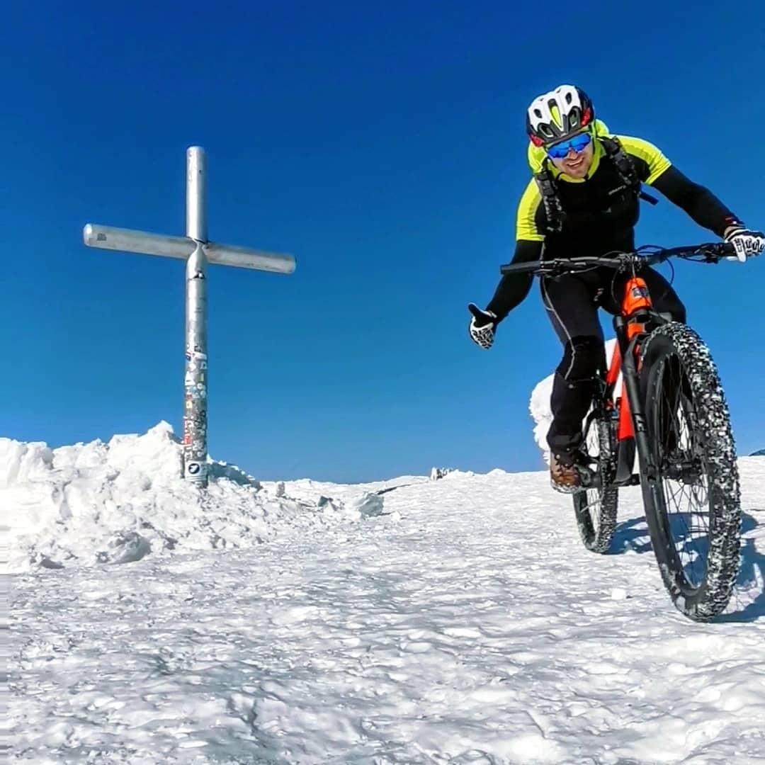 Українець на велосипеді піднявся на Говерлу