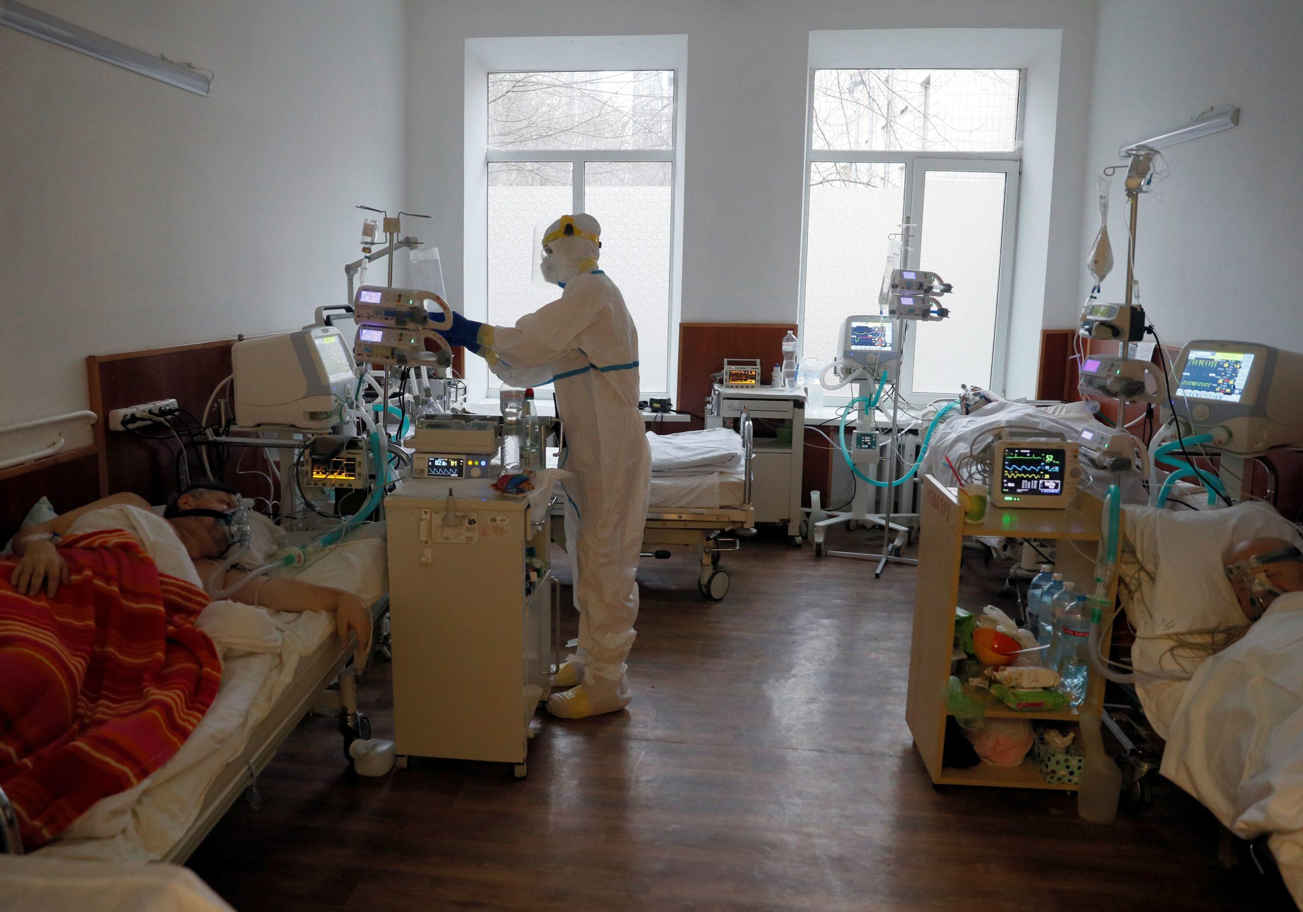 Садовий вважає, що за два тижні хвиля масового зараження коронавірусом накриє всю Україну