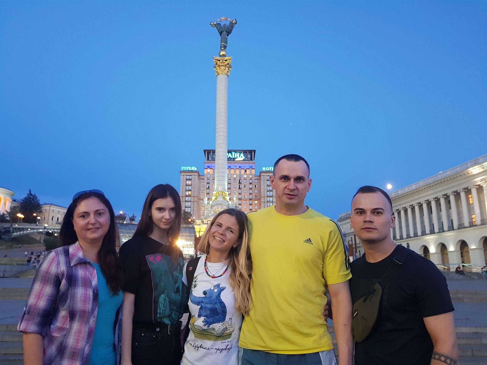 ЗМІ дізнались, хто народив доньку Олегу Сенцову
