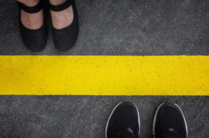 жовті червоні лінії