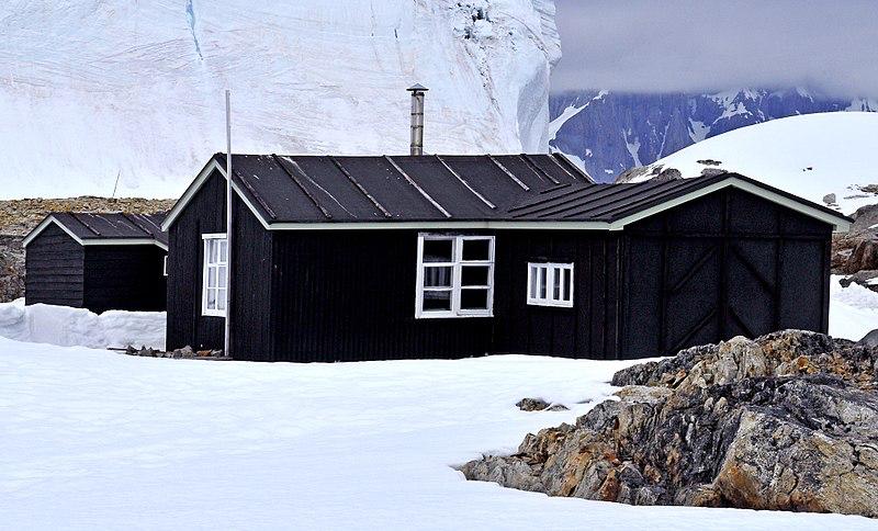 Одна з перших британських антарктичних баз