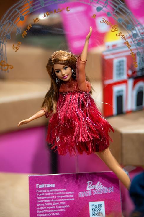 Либідь, Леся Українка, Руслана: в Одесі представили ляльок Барбі в образах відомих українок