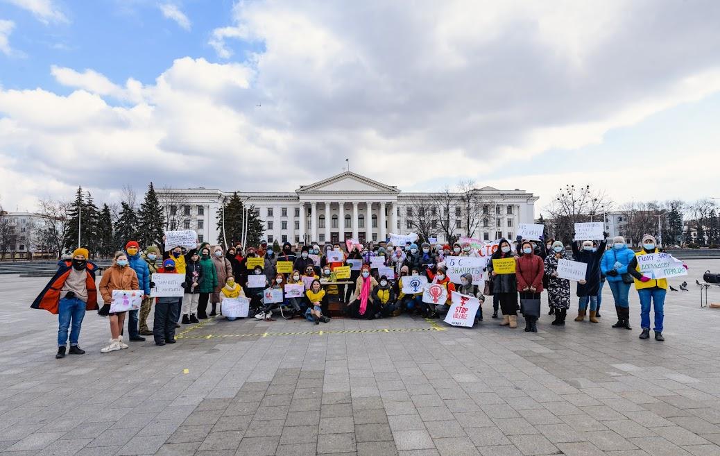 На Донеччині пройшла перша хода проти домашнього насильства