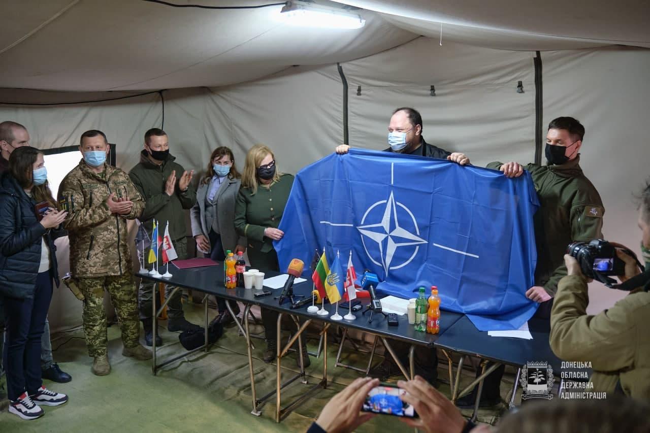представники Польщі та Литви відвідали прифронтову Донеччину