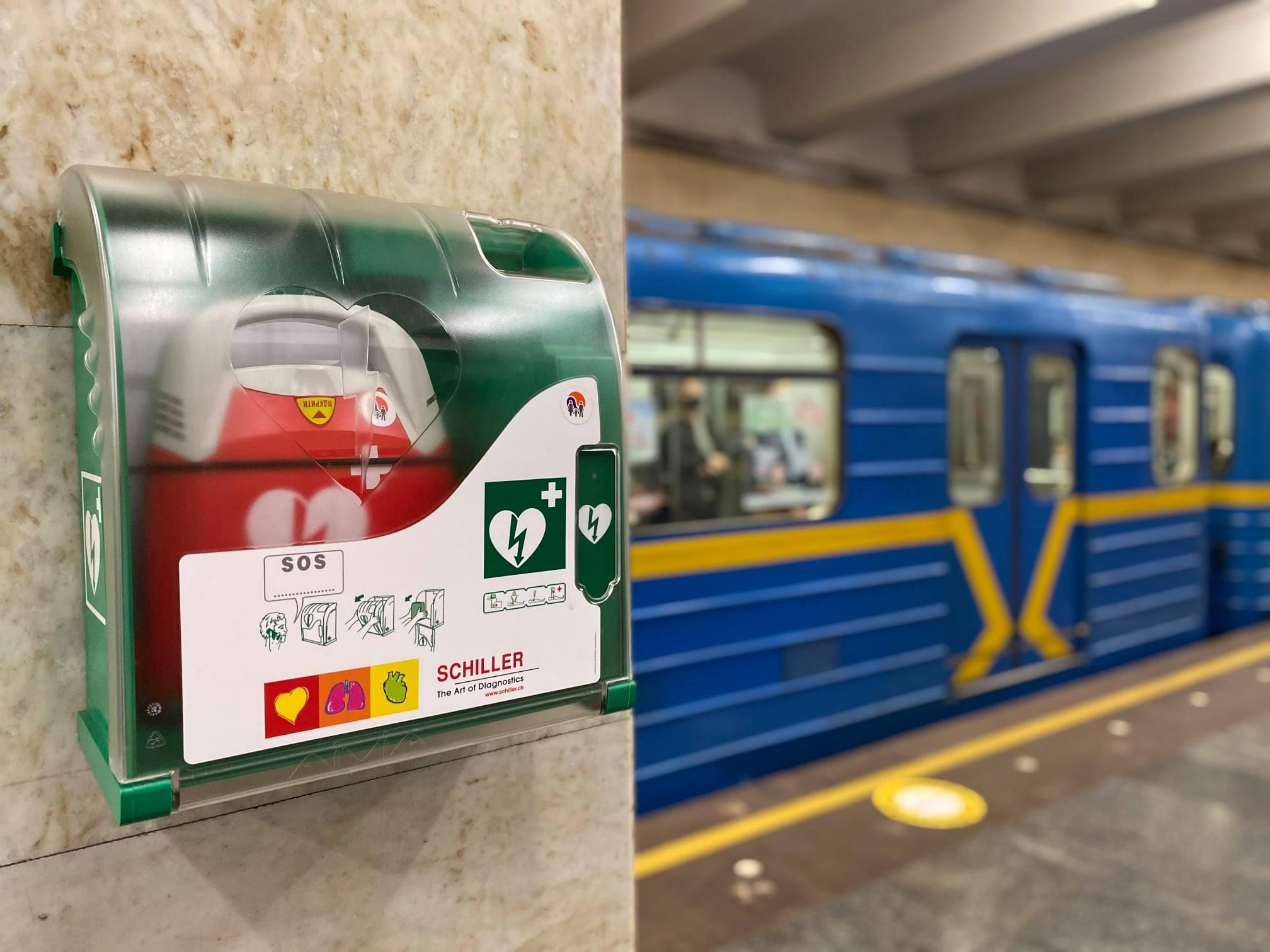 Дефібрилятори у метро