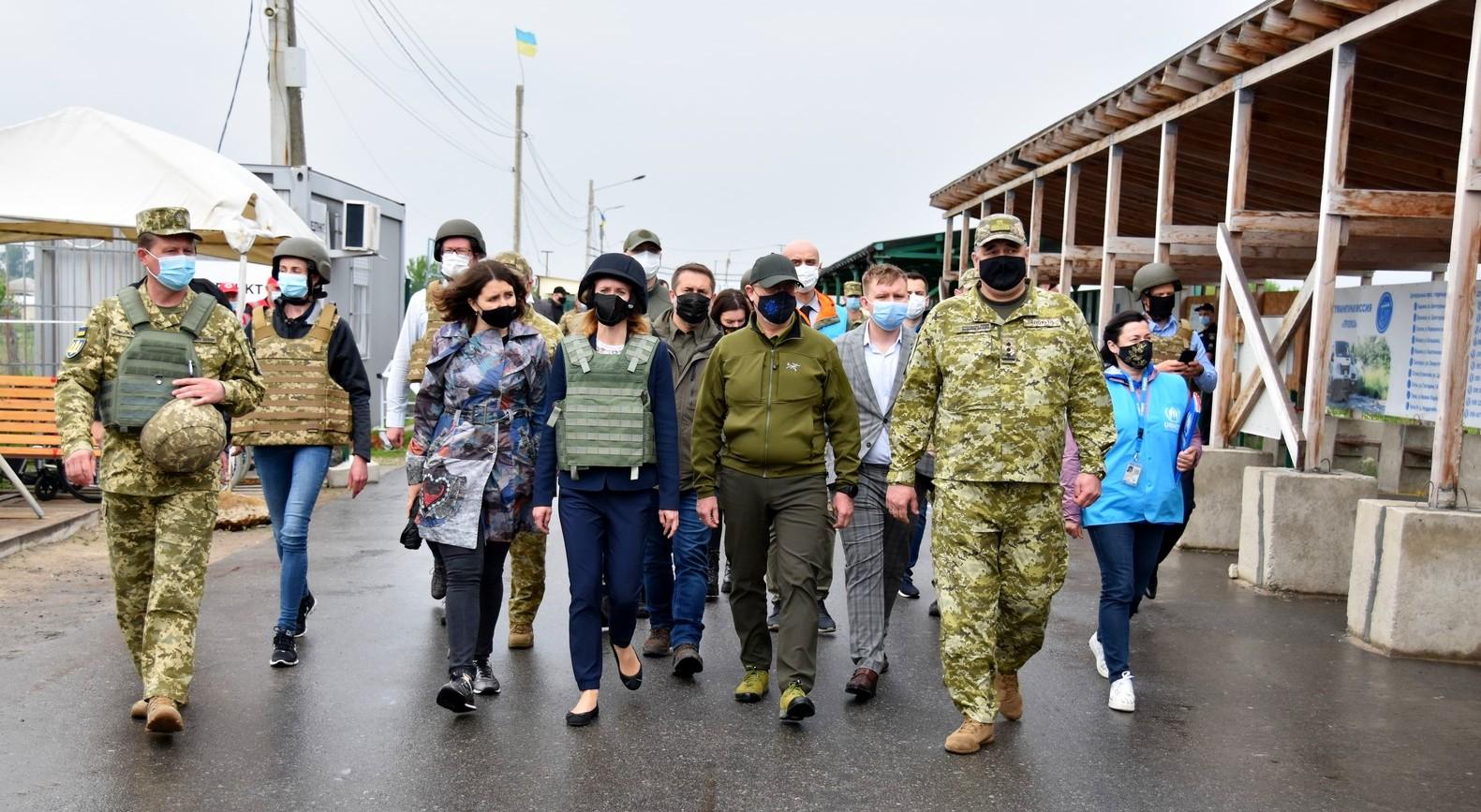 Прем'єр-міністр Республіки Естонія з візитом відвідала район проведення ООС