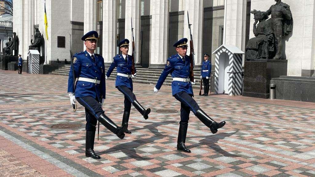 Почесна варта Національної гвардії України під Верховною Радою