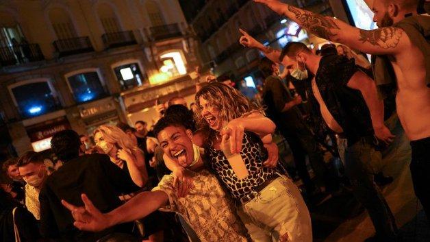 Святкування зняття карантинних обмежень у Іспанії1