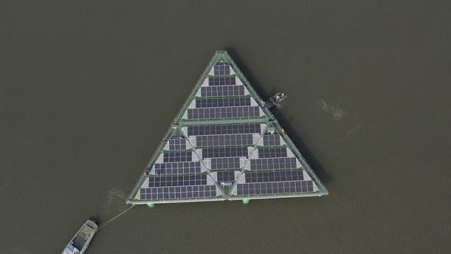 У Нідерландах тестують плавучу сонячну станцію