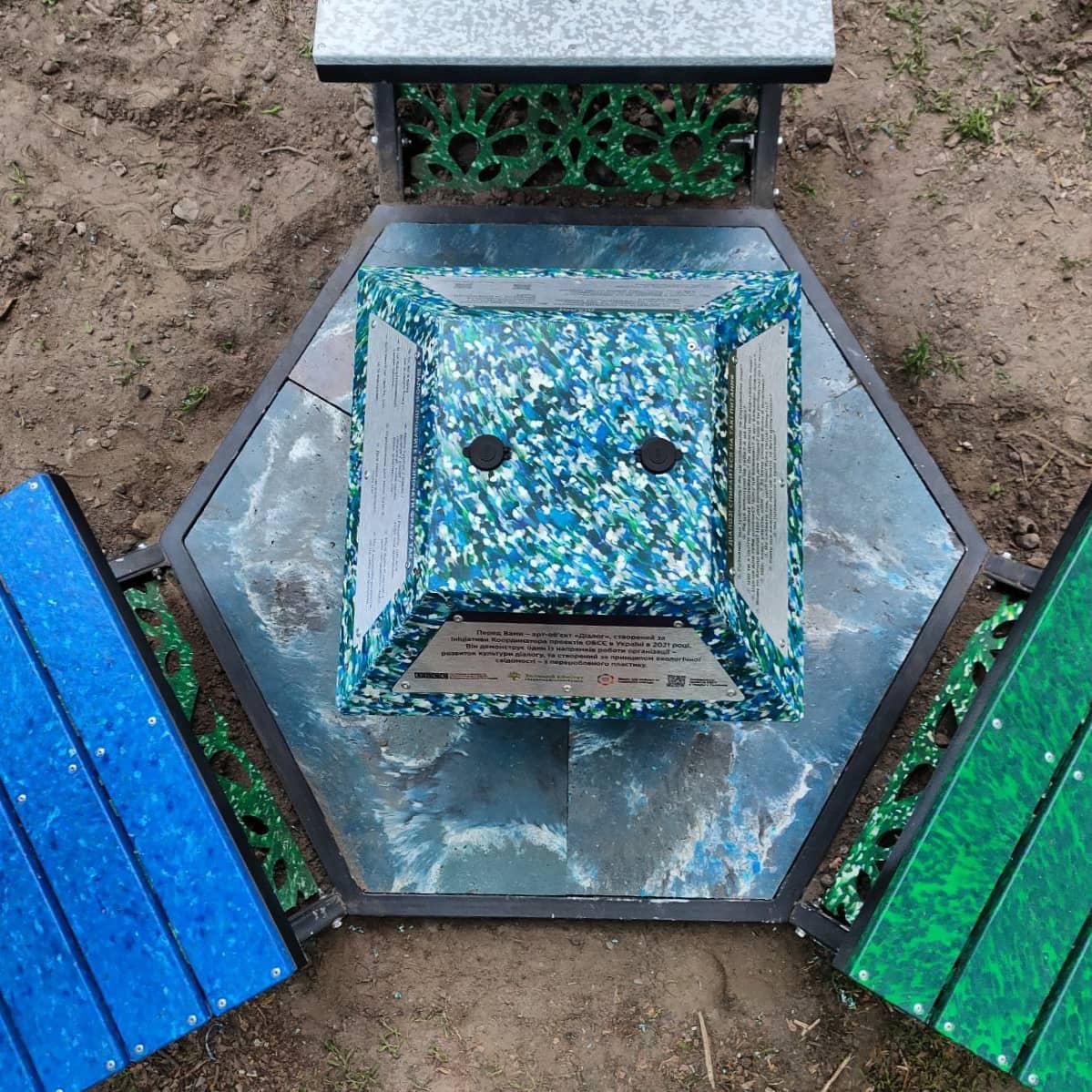 альтанка з переробленого пластику
