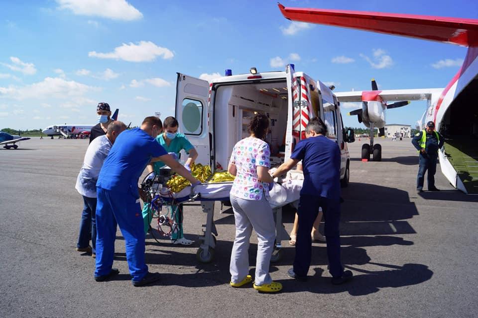 літак ДСНС транспортував трирічну дівчинку