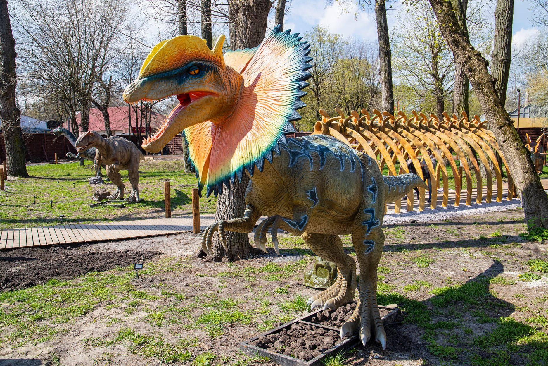найбільший в Україні парк динозаврів