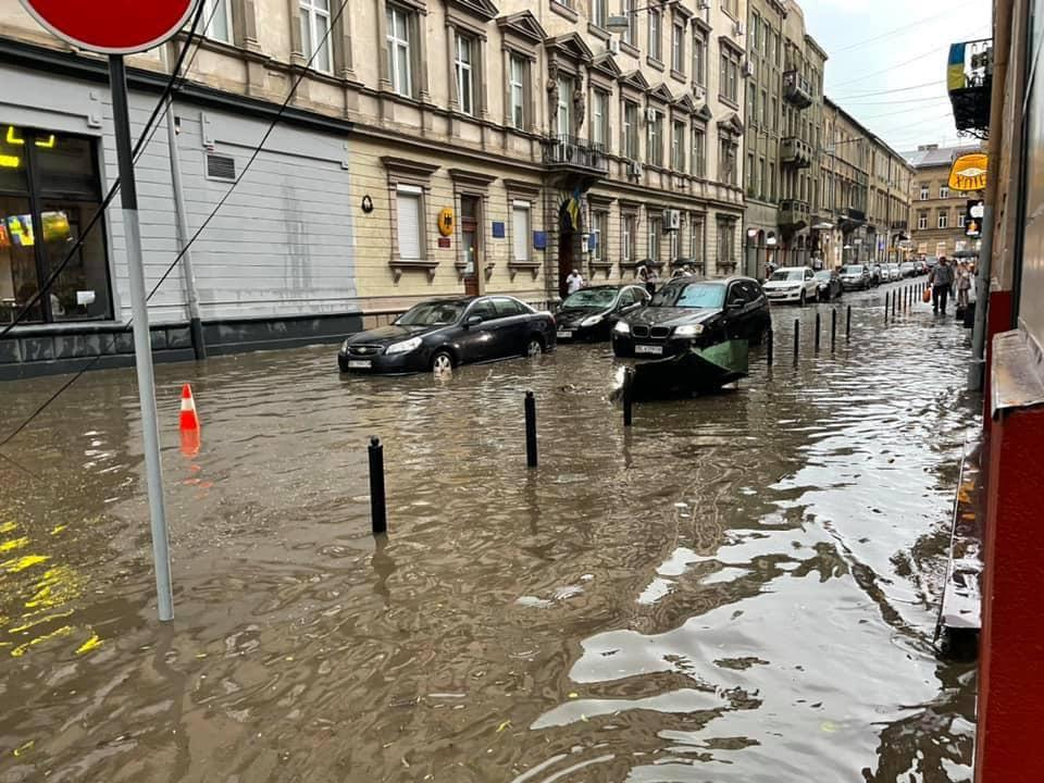 Негода затопила Львів