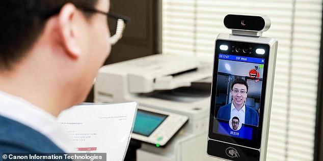 Canon встановила в офісах нові камери, які дозволяють пройти лише усміхненим працівникам