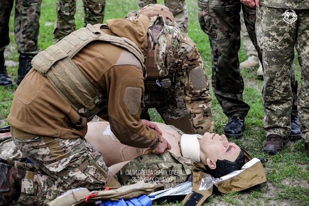 Військові інструктори ССО з тактичної медицини отримали натовські сертифікати