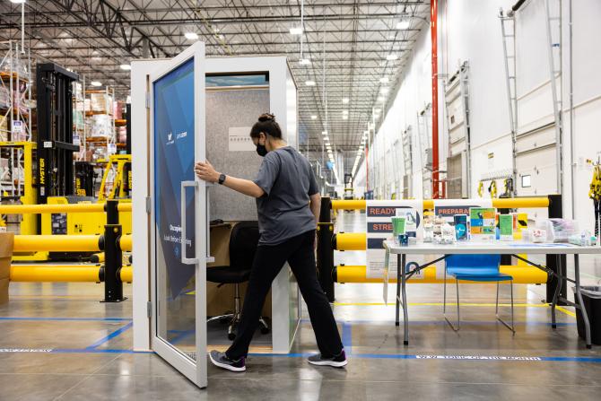 Amazon установить в офісах будки для медитацій