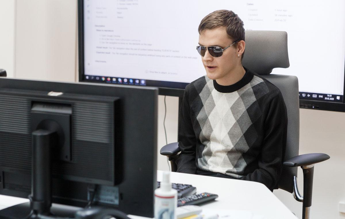 Робота для незрячих. Як безкоштовні курси у Львові допомагають працевлаштуватися людям з інвалідністю