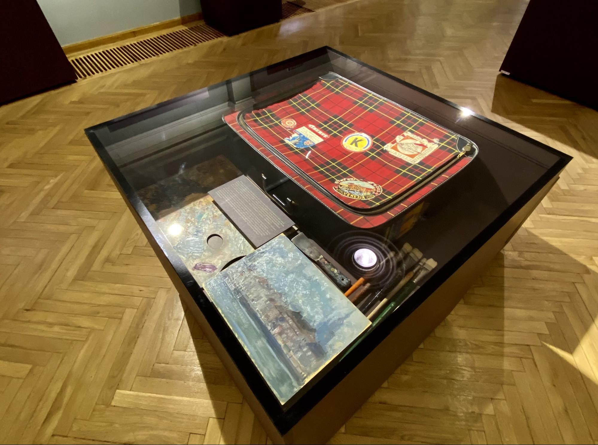 Чому валізка художниці стала артефактом?