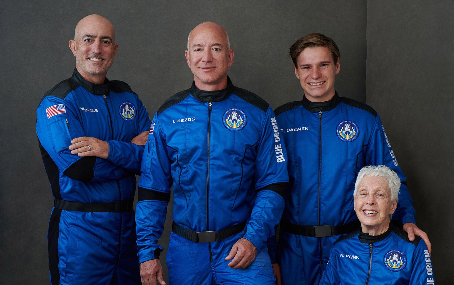 Найбагатша людина на Землі здійснила політ в космос, екіпаж Безоса вже повернувся