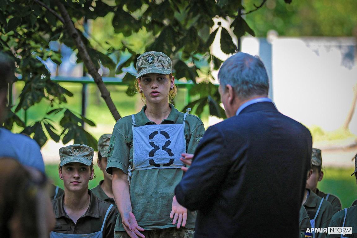 Таран зустрівся з курсантками