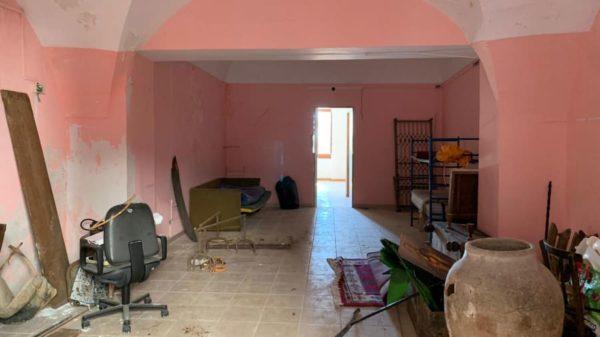 У місті Самбука продають будинки за два євро