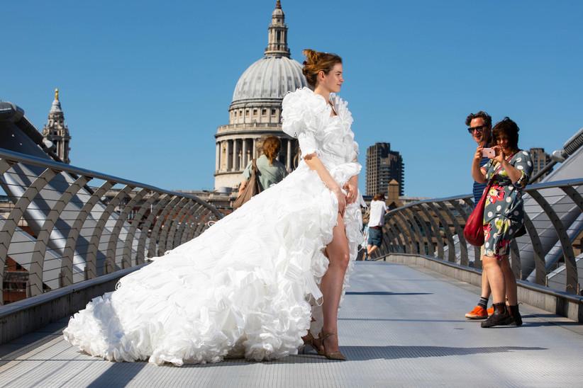 Весільна сукня з масок