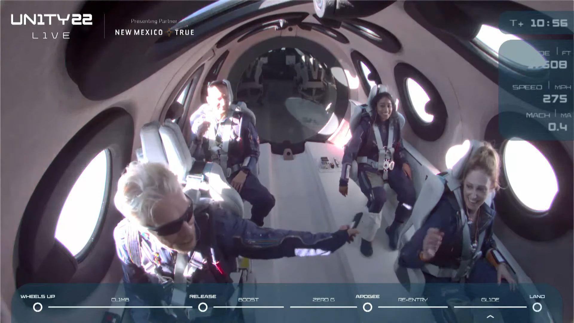 Мільярдер Бренсон злітав у космос