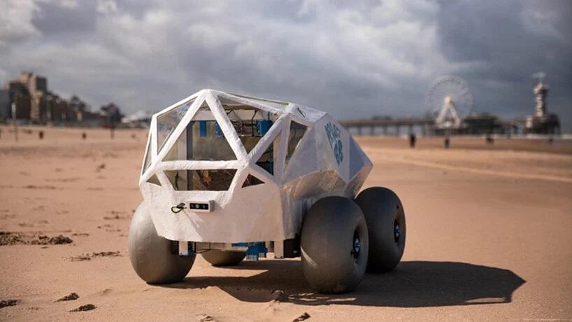 робот, який збирає недопалки на пляжі