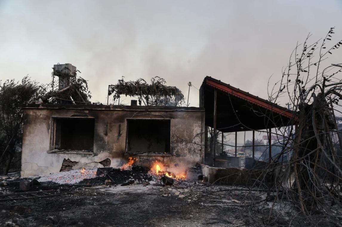 У Туреччині лісові пожежі дісталися готелів, туристів евакуюють на пляжі