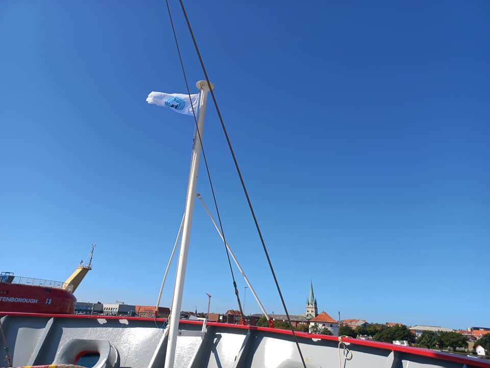 Над українським криголамом підняли синьо-жовтий прапор