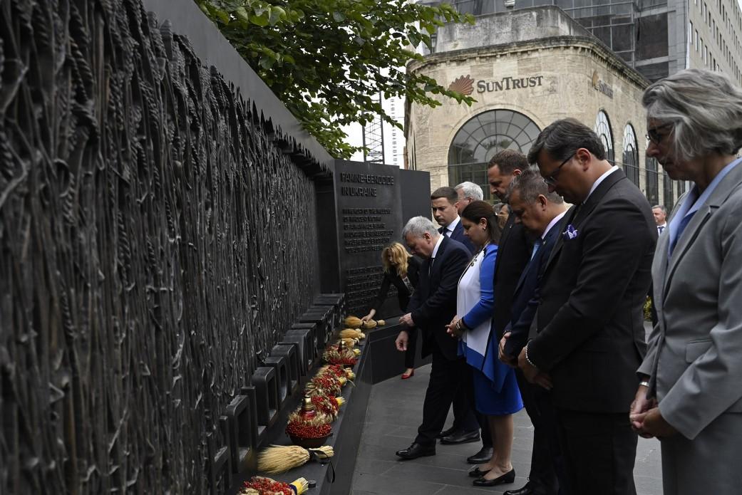 Зеленські вшанували жертв Голодомору в США