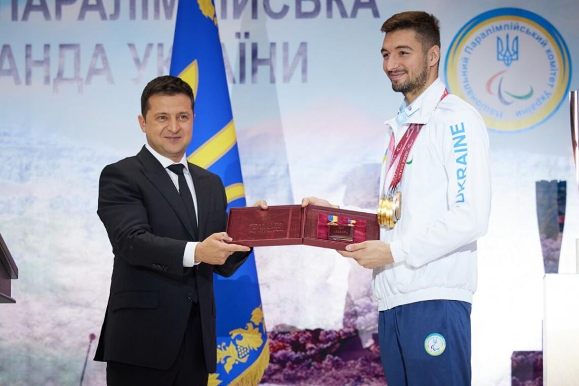 Зеленський особисто вручив нагороду Крипаку за досягнення на Паралімпіаді