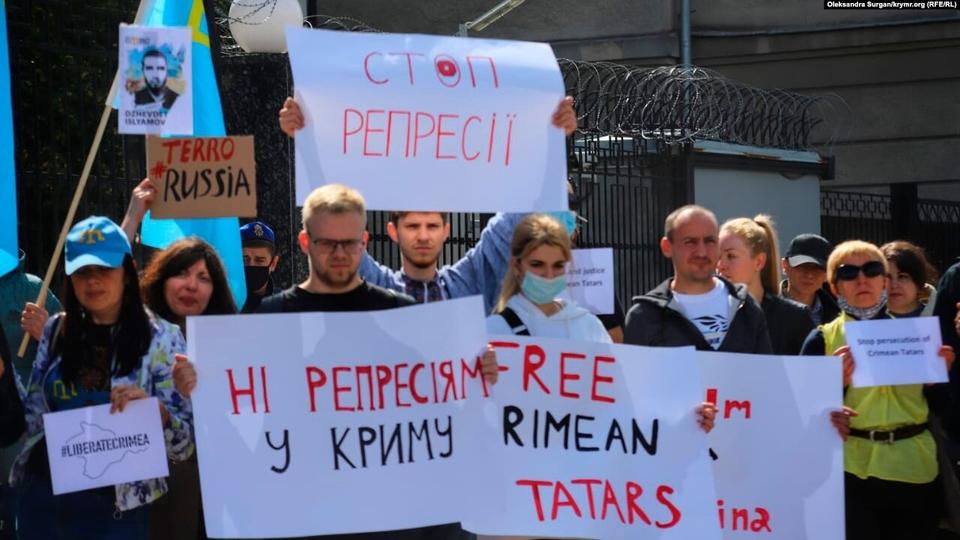 Протест через затримання кримських татар