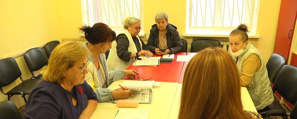 У Хмельницькому пенсіонерів безкоштовно навчають англійської та користуватися смартфоном