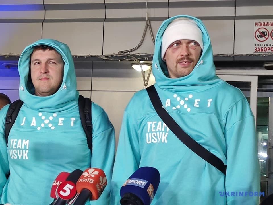 Усик повернувся в Україну