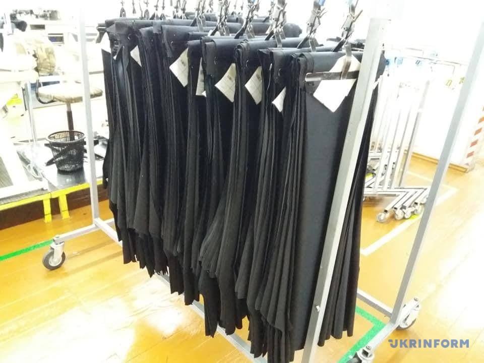 фабрика шиє чоловічі штани