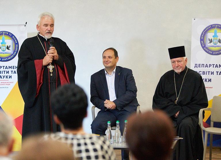 Церква націлилась на світську освіту. Міносвіти не проти