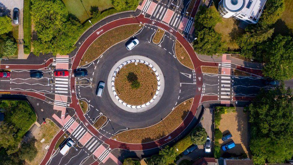 Кільця на дорозі