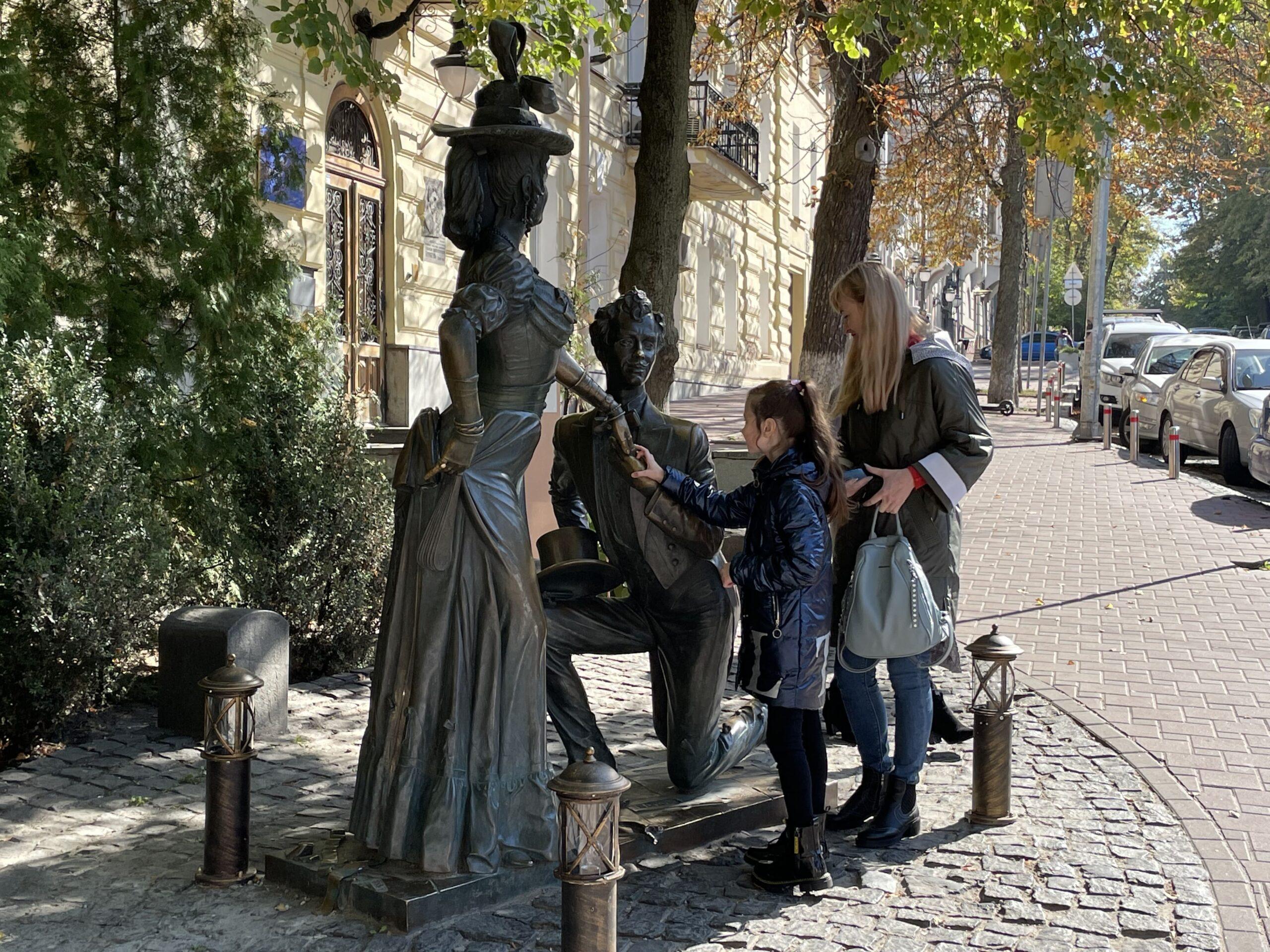 Скульптура Проні Прокопівни